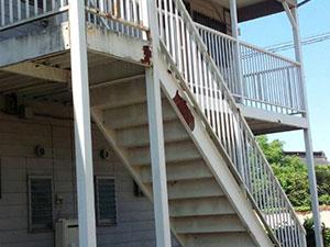 アパート 外階段サビ