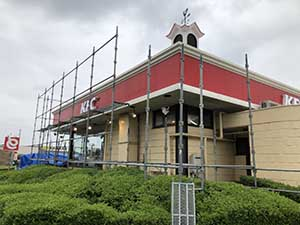 ケンタッキーフライドチキン店舗 屋根外壁塗装 足場組立