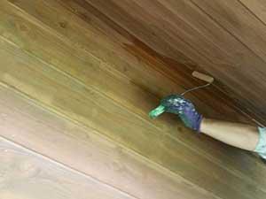 軽井沢南ヶ丘 別荘 キシラデコールで壁、軒下塗り