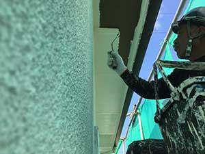 太田市 モルタル外壁塗装 軒天一回目