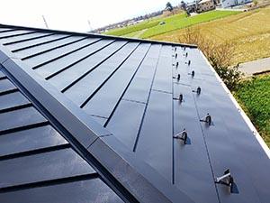 玉村町 ガルバニウム鋼板屋根塗装 中塗り後