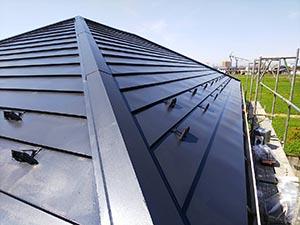 玉村町 ガルバニウム鋼板屋根塗装 上塗り後