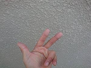 高崎市中居町 外壁 チョーキング現象