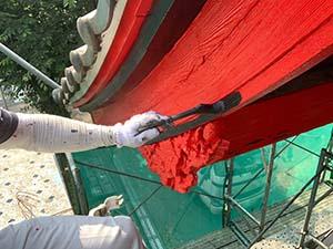 伊勢崎市お寺の山門塗装 破風板の黒ライン