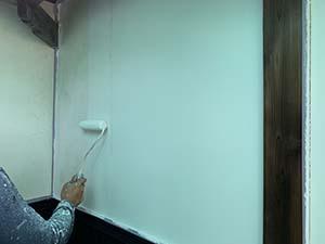 伊勢崎市お寺の山門塗装 白壁下塗り