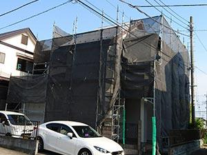 玉村町 コロニアル屋根と外壁スタッコ塗装 仮設足場完成