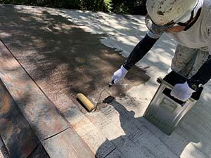長野県軽井沢町別荘コロニアル屋根塗装 下塗りシーラー1回目