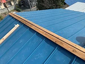 伊勢崎市 屋根カバー工法 貫板取り付け