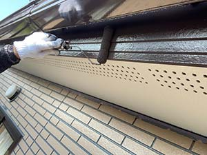 前橋市富士見町 破風板、鼻隠しの上塗り