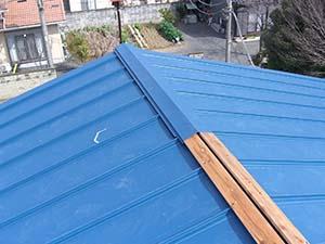 伊勢崎市 屋根カバー工法 棟板金設置