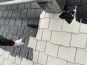 別荘コロニアル屋根塗装 屋根中塗り