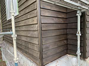 木部外壁塗装 左が1回目、右が2回目