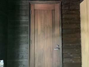 別荘玄関扉 1回目塗装後